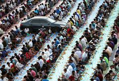 Muslims break their fast with iftar during the holy month of Ramadan on May 29, 2017 in Dubai, United Arab Emirates.