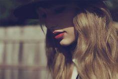 A relação entre Taylor Swift, o álbum Red, e a fotógrafa Sarah Barlow