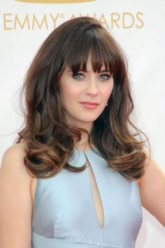 08be3fbfeff53 Say No to the Triangle Effect! 15 Hairstyles for Thick Hair. Penteados  Curtos Para Cabelos ...