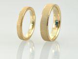 Die hier abgebildeten Eheringe / Trauringe werden als Paar angeboten. Diese Ringe werden nach Mass und Wunschgrösse des Kunden angefertigt.  Deswegen muss eine Anfertigungszeit von etwa 3 Wochen...