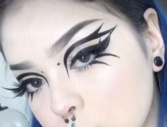 Punk Makeup, Edgy Makeup, Grunge Makeup, Makeup Inspo, Makeup Inspiration, Graphic Makeup, Graphic Eyeliner, Face Paint Makeup, Eye Makeup Art