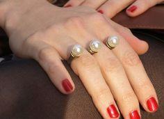 pierścionek perła na dwa palce