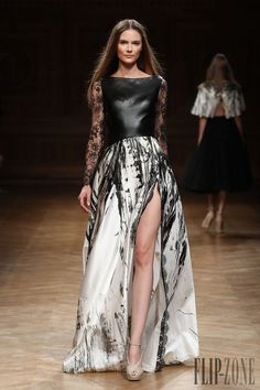 Tony Ward Automne-hiver 2014-2015 - Haute couture - http://www.flip-zone.fr/fashion/couture-1/independant-designers/tony-ward-4807