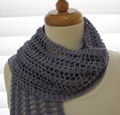Knit scarf (free pattern) one row pattern.