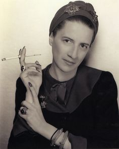 Diana Vreeland - the contemporary fashion legend, who brought her revolutionary approach to Vogue, Harper's Bazaar and New York's Metropolitan Museum of Art. Portrait of Diana Vreeland by George Hoyningen-Huene in the late Diana Vreeland, Paolo Roversi, Peter Lindbergh, Album Design, Fashion Quotes, Fashion Books, Fashion Magazines, Fashion Ideas, Fashion Inspiration