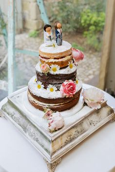 Three tier naked Victoria sponge decorated with fresh flowers | Photography by http://jamesandlianne.com/
