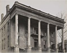 Abandoned Ante-Bellum Plantation House, Vicksburg, Mississippi USA by acclaimed photographer Walker Evans, March later. Southern Plantation Homes, Southern Mansions, Southern Plantations, Southern Homes, Plantation Houses, Southern Style, Southern Charm, Abandoned Property, Old Abandoned Houses