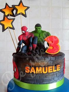 Spiderman e Hulk cake