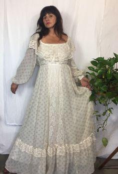Victorian Dresses, Vintage Style Dresses, Victorian Fashion, Vintage Fashion, 1970s Wedding Dress, 1970s Dress, Old Dresses, Pretty Dresses, Dresses With Sleeves