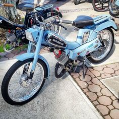 Here comes the mobylette blues #mopedculture #mopedarmy #moped #moby #mobylette #motobecane #bermybikes #bermybikelife #bdabikelife #bdabikes #swarmtroopers #treatland #1977mopeds #2digitrider #mopedivision #thepedshed #classic #oldschool #vintage #ahhbermuda #wearebermuda #gotobermuda #todayinbermuda #bermudianmagazine #av88 #mopedporn #bermynet #h2osportsbermuda #mopedsofinsta #bermynet by bermuda_mopeds_and_classic_car