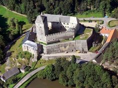 Czech Kost Castle - Building started around Beautiful Castles, Beautiful Buildings, Abandoned Houses, Abandoned Places, Gothic Architecture, Architecture Design, Mumbai, Scotland Castles, Castle House