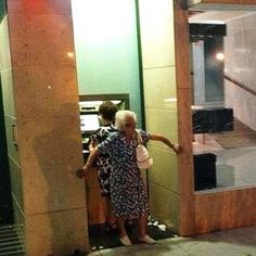 Always take backup to the ATM. I love old people. Haha this is funny Lol Memes, Haha Funny, Funny Cute, Funny Stuff, Funny Things, Random Stuff, Random Things, Funny Moments, Funny Shit
