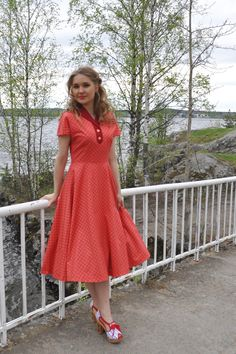 50s style plaid dress, coral and red plaid cotton with a swing skirt, size US 8 10% OFF. €112,50, via Etsy.