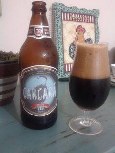 Cerveja Carcará, estilo Russian Imperial Stout, produzida por Cervejaria Caseira, Brasil. 8.5% ABV de álcool.