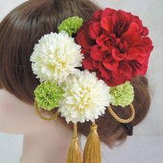 ウェディングにオススメ♡上品胡蝶蘭ウエディング和装婚&二次会&パーティー&成人式&七五三&卒業式&着物&浴衣によく合う髪飾りを作りました。質の高い(国内大手の高級造花メーカー)のアーティフィシャルフラワーを使用してますので、とても綺麗で上品な髪飾り。造花なので長持ちします!なので…飾れるBOXタイプです。是非飾ってくださいね♡こちらのBOXセットは全てUピン仕上げバラバラにしてご自由にお使いできます。オールホワイト胡蝶蘭3輪約9センチホワイトマム4輪約5センチ7点セットになります。お気軽にコメント下さい♡BONNIE FLOWERハンドメイド(ひとつひとつ丁寧に作ってます)✱ご購入意思のあるか明記した方は画像UPします。・質問逃げ・返品、返金、交換、キャンセル・お取り置き・発送未着、破損事故等、クレーム以上の項目はご遠慮願います。