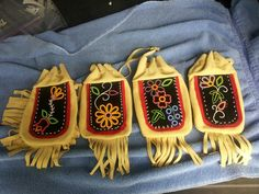 Large Ojibwe floral design by Tami Nelson/buffalo woman designs Indian Beadwork, Native Beadwork, Native American Beadwork, Quilted Ornaments, Beaded Ornaments, Beaded Purses, Beaded Bags, Seed Bead Jewelry, Seed Beads