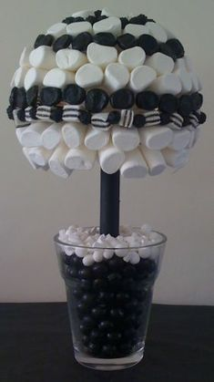black and white candy tables Black White Parties, Black And White Theme, Black Party, Black And White Party Decorations, White Marshmallows, White Bridal Shower, Sweet Trees, Panda Party, 40th Birthday Parties