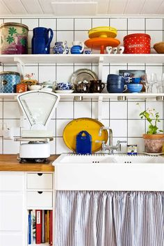 Strong colors like blue, red and yellow really pop against a simple white tile.