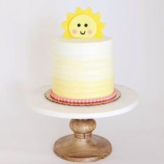 You are my sunshine Cake by Bijoux Cakery - Kinsley Baby Name - Ideas of Kinsley Baby Name - You are my sunshine Cake by Bijoux Cakery Sunshine Birthday Cakes, Sunshine Cupcakes, Yellow Birthday Cakes, Sunshine Cake, Rainbow Birthday, First Birthday Cakes, Girl First Birthday, Baby Birthday, First Birthday Parties