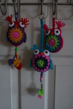 I've been making owls this week from this website, they are easy to make, and the instructions are really good, even for a newbie like me...  http://bunnymummy-jacquie.blogspot.co.uk/2013/01/easy-crochet-owl-tutorial.html