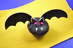 Fledermaus-Muffins Muffins Halloween, Leo, Kindergarten, Halloween Ideas, Bricolage Halloween, Funny Food, Kindergartens, Lion, Preschool