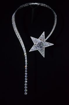 Comet necklace from Chanel's 1932 collection. I die then came back and died again!