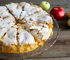 Volt otthon 4 nagy alma, ekkor eszébe jutott egy régi recept, 40 perc múlva el is készült a csodás süti! Hungarian Desserts, Hungarian Recipes, Sweet Recipes, Cake Recipes, Dessert Recipes, Apple Desserts, Cookie Desserts, Diet Cake, Torte Cake