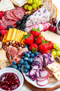 Spring Berry Cheese Board - The ultimate spring time cheese board with tons of fruit, jam, honey, and berry inspired cheeses! Appetizer Dips, Appetizer Recipes, Snack Recipes, Snacks, Aberdeen, Blueberry Goat Cheese, Party Food Platters, Cheese Crisps, Fruit Jam