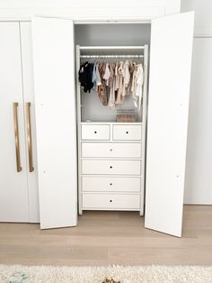 Closet planned: 50 current ideas, photos and designs - Home Fashion Trend Walk In Closet Ikea, Walk In Closet Design, Bedroom Closet Design, Closet Designs, Master Closet, Master Bedroom, Ikea Wardrobe, Wardrobe Storage, Pants Rack