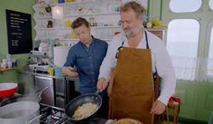 Hugh Bonneville (Lord Grantham Downton Abbey) pad Thai recipe on Jamie and Jimmy's Friday Night Feast - Moyiki Sites Thai Recipes, Asian Recipes, Chicken Recipes, Healthy Recipes, Healthy Food, Friday Night Feast, Pulses Recipes, Hugh Bonneville, New Recipes For Dinner