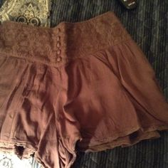 Urban outfitters shorts size Medium For sale are a pair of Urban Outfitters shorts in like brownish color with a mauve undertone. These are a size medium and have lace at the waist in front and elastic in back and have been gently worn. Urban Outfitters Shorts