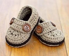 CROCHET PATTERN Baby Loafers - classic and timeless Baby Shoes - Quick and Easy to make, these neat little shoes are perfect for boys AND for girls. A simple crochet pattern for nice, simple loafer sh Booties Crochet, Crochet For Boys, Crochet Baby Booties, Boy Crochet, Free Crochet, Easy Crochet Patterns, Baby Patterns, Simple Crochet, Tutorial Crochet