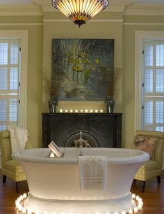 Such a great idea to surround the bathtub with romantic candlelights. Especially when it's a @BainUltra! Learn more about this tub here : http://www.bainultra.com/therapeutic-baths/our-collections/balneo/naos-7240