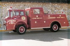 us Chews Landing,NJ FORD C600 + Thibault + Morysville; emergency squad; new in1967 (later on operated by West Collingswood Heights,NJ FD and by Hose Co#5 Burlington,NJ FD); privately owned and preserved in Portugal since 2006