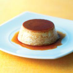Përbërësit: 6 vezë 1 litër qumësht Një pakete vanilje 1/2 kg sheqer Përkaramelen: 5 lugë sheqer Udhëzimet: Së pari përgatisnikaramelenduke përzier mirësheqerinderi sa të përfitoni një lëng ngjyrë kafeje të cilin do ta shpërndani nëpër tasa. Nga ana tjetër zieni qumështin në një tenxhere dhe lerëni tëftohetpak. Në një tas rrihni duke përdorur mikser vezët...Read More