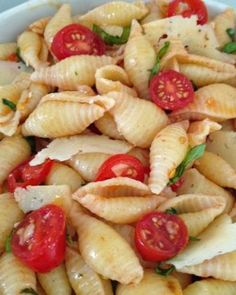 Seashell-pasta-salad-with-basil-tomatoes-mozzerella-and-garlic.-Super-simple-and-delicious.