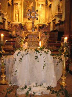 """Ao longo das diversas Adorações, os nossos """"artistas"""" criaram os melhores altares. Aqui ficam alguns para recordar.                         ..."""