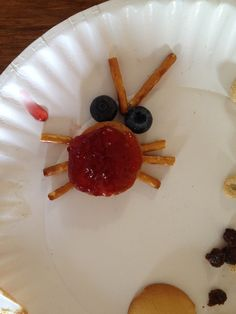 Funny critter art: Give kids ritz or vanilla wafers, pretzels, jam/jelly or peanut butter, and assorted fruits (dried or fresh). Watch what they can come up with!