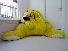 Giant toys and stuffed animals by Dutch artist Florentijn Hofman.Giant toys and stuffed animals by Dutch artist Florentijn Hofman. Giant Stuffed Animals, Dinosaur Stuffed Animal, Stuffed Toys, Dragon Fly Craft, Bed Rest Pillow, Giant Bunny, Yellow Theme, Paper Crafts For Kids, Dutch Artists