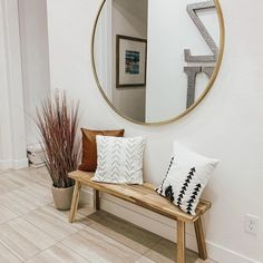 Oversized for maximum impact, our Metal Framed Wall mirror adds intrigue in a bedroom, behind a sofa or wherever you simply have too much empty wall space. It comes in a variety of finishes so that you can pick the color that complements your home… Oversized Round Mirror, Round Mirrors, Home Design, Interior Design, Living Room Mirrors, Living Room Decor, Bench In Living Room, Wall Mirrors, Dinning Room Wall Decor