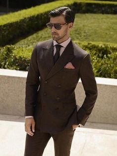 To look like a modern dandy, consider teaming a dark brown double breasted blazer with dark brown dress pants. Sharp Dressed Man, Well Dressed Men, Wedding Men, Wedding Suits, Wedding Groom, Gq, Suit Fashion, Mens Fashion, Brown Suits
