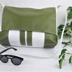 Sandrine sur Instagram: Disponible ici 👇 Stylwoolgeneration.com SAC BESACE modèle sacotin Sac mixtes Création unique ! 1 poche zippée intérieur Simili cuir et…