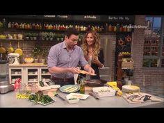 Rocco DiSpirito Cooks Lasagna with Chrissy Teigen - YouTube