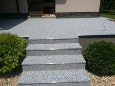 Terasa rodinného domu. Kamenný koberec A22III. Schodový profil SC1-D.  #art4you #art4youpodlahy #kamennykoberec #kamenny #koberec #podlaha #podlahy #liatepodlahy