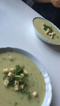 Zucchini-Cremesuppe, ein leckeres Rezept aus der Kategorie Vegetarisch. Bewertungen: 270. Durchschnitt: Ø 4,3. Cheeseburger Chowder, Soup Recipes, Tacos, Low Carb, Chicken, Meat, Ethnic Recipes, Food, Soups