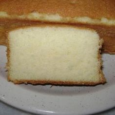Receita de massa para bolo recheado - 5 unidades de ovo, 11/2 xícara de (chá) açúcar, 3 xícaras de (chá) trigo, 1 xícara de (chá) água, 1 colher de (sopa) e...
