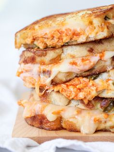 Try Buffalo Chicken Grilled Cheese Sandwich! You'll just need 1 cooked chicken breast, shredded (I used a breast from a grocery store rotisserie chicken), Grill Sandwich, Grill Cheese Sandwich Recipes, Soup And Sandwich, Chicken Sandwich, Panini Recipes, Steak Sandwiches, Burger Recipes, Cheese Recipes, I Love Food