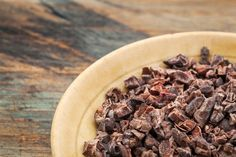 Dark chocolate offers many health benefits, but cacao nibs are a useful alternative. Here we look at cacao nibs nutrition and why you might want to try them. Dark Chocolate Benefits, Dark Chocolate Nutrition, Raw Chocolate, Spanish Chocolate, Raw Cacao Nibs, Le Cacao, Kids Nutrition, Cacao Benefits, Chocolate