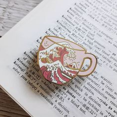 Florence in a cup! Jacket Pins, Cool Pins, Metal Pins, Pin And Patches, Pin Badges, Couture, Lapel Pins, Pin Collection, Just In Case