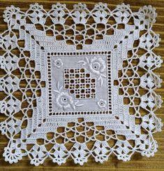Ideas Embroidery Christmas Tablecloth Squares For 2019 Crochet Doily Diagram, Crochet Doily Patterns, Crochet Motif, Crochet Doilies, Crochet Stitches, Knitting Patterns, Crochet Quilt, Crochet Blocks, Crochet Tablecloth